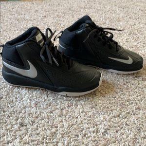 Boys Nike Team Hustle D7 Basketball Shoes Size 13C